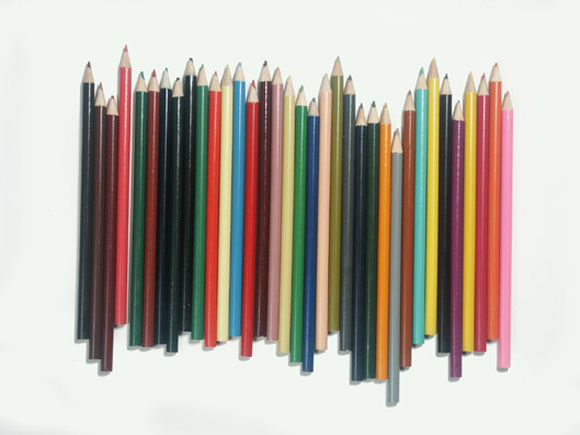 succession de couleurs. crayons.photo michel ducruet
