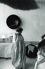 marie Chamant dans son atelier, Marie Chamant in her parisian studio